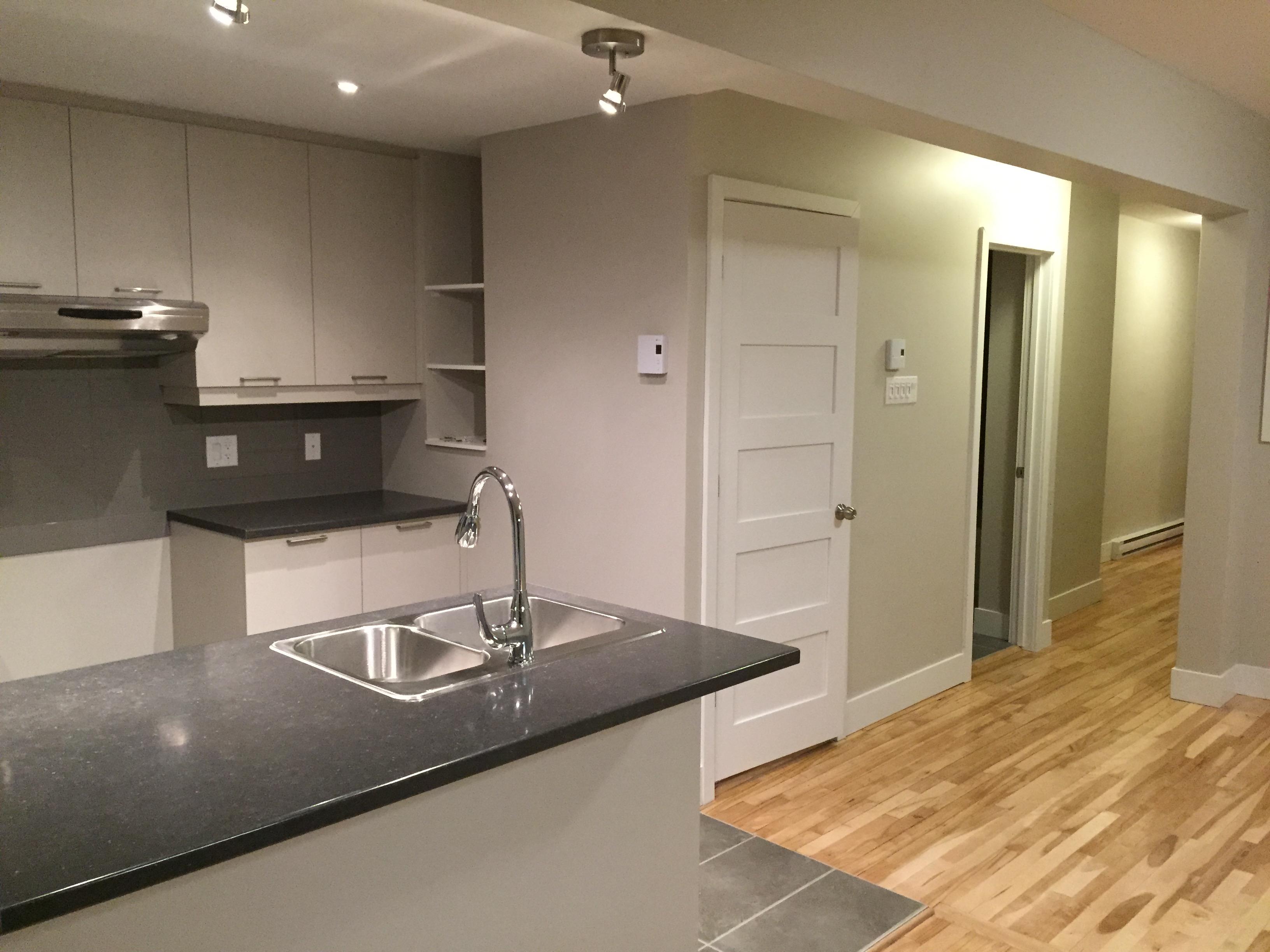 armoire cuisine et salle de bain construction 1909. Black Bedroom Furniture Sets. Home Design Ideas